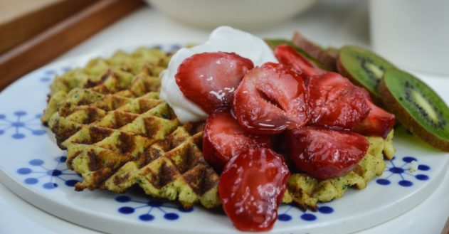 Vafler med kokoscreme og jordbær