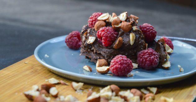 Chokolade mousse med friske hindbær