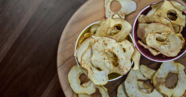 Rå æblechips med kanel