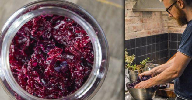 Sådan laver jeg fermenteret rødkål (naturlig probiotika)